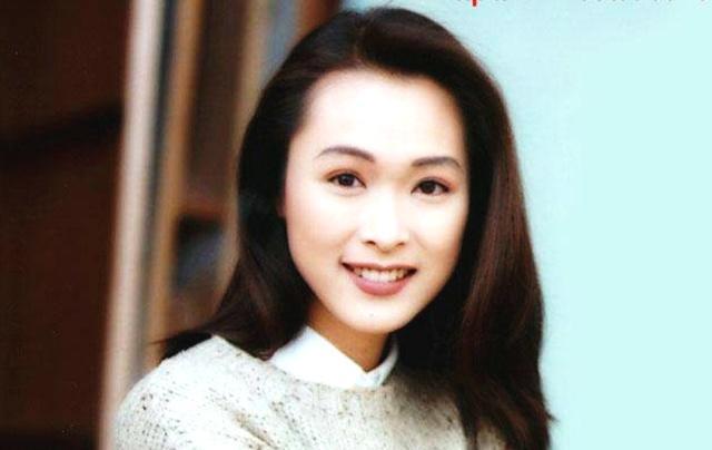 21岁搭档黎明出道的她,因一颗痣被观众熟知,如今47岁美丽如初