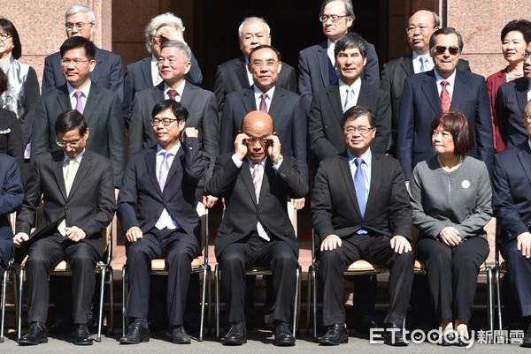 """国民党团炮轰台当局新""""内阁"""":复制粘贴、派系分赃"""