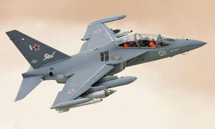 俄称已向老挝供应4架雅克-130战斗教练机
