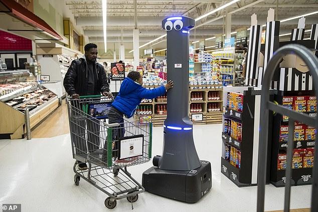 美500家超市上岗大眼仔机器人 可负责监管工作