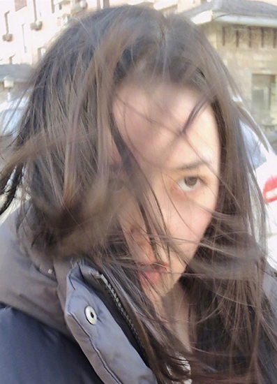 蒋依依风中凌乱被吹懵 网友:注意保暖