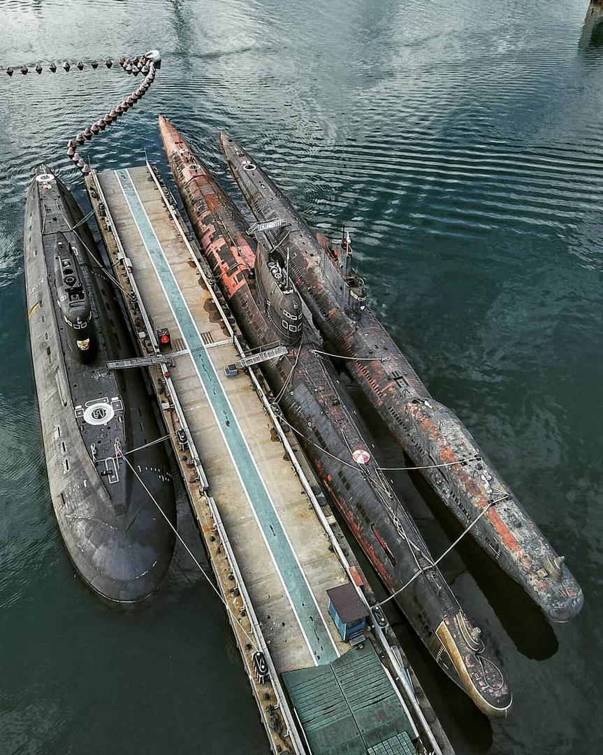 一抹锈色:航拍克里米亚半岛俄军潜艇基地