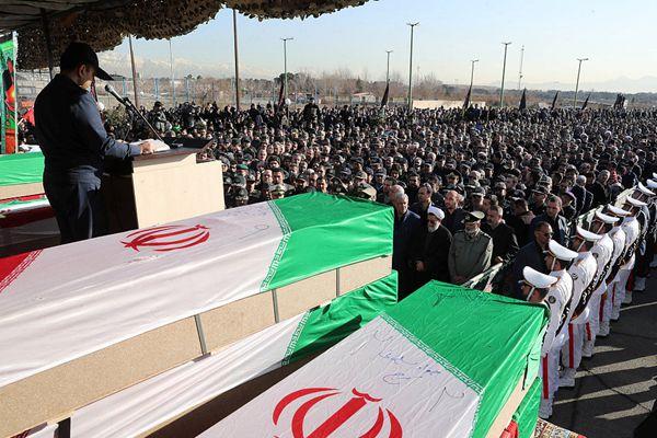 伊朗军方和民众为波音707坠毁事故遇难者举行葬礼