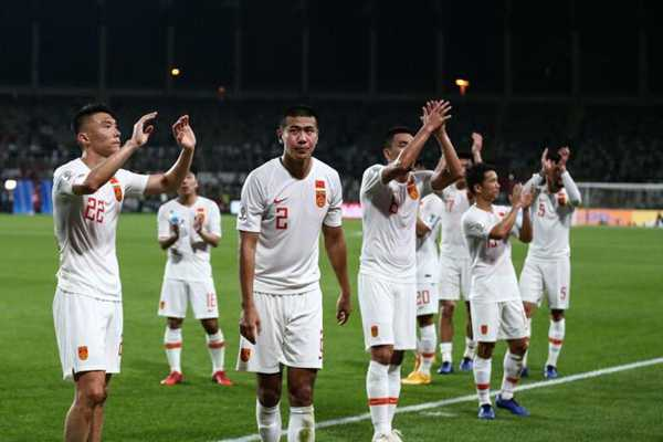 国足0:2不敌韩国 亚洲杯小组第二出线