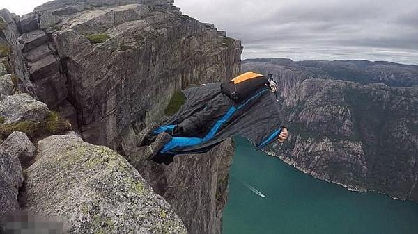 英男子悬崖跳伞不幸身亡 几分钟前还在为友庆生