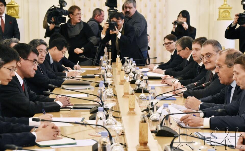 日媒:俄方要求日本修正史观 安倍面临艰难抉择