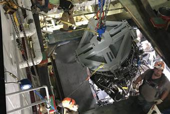 美科幻万吨大驱刚造好就故障 换发动机过程曝光