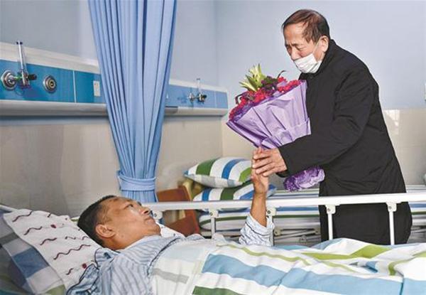 中南医院被刺伤医生转入普通病房,康复后有望重返手术台