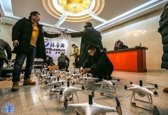 一百五十架无人机与他们的十五个保姆