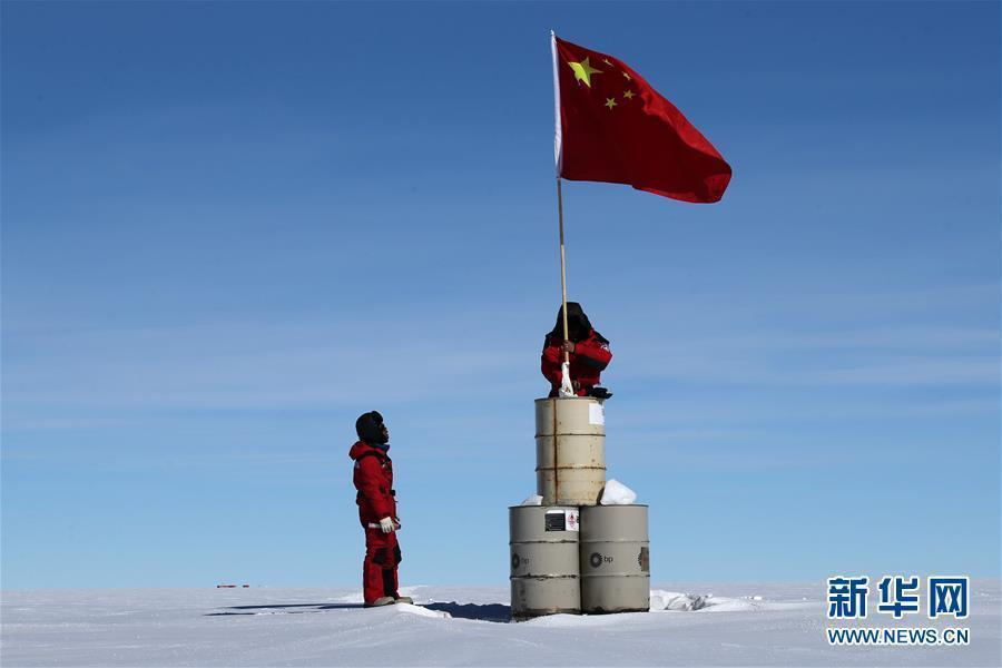 海拔4093米 南极冰盖之巅迎来崭新五星国旗