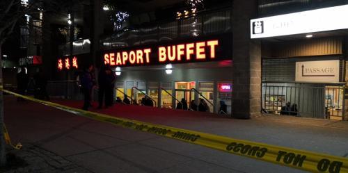 美媒:白人男子闯纽约中餐馆 铁锤攻击三名华裔致一重伤
