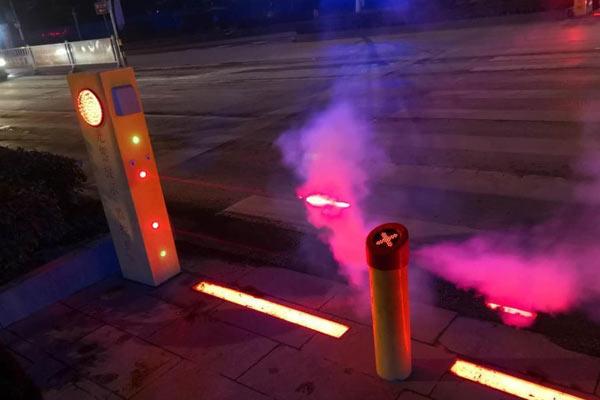 湖北大冶防闯红灯神器升级 可提醒低头族看路