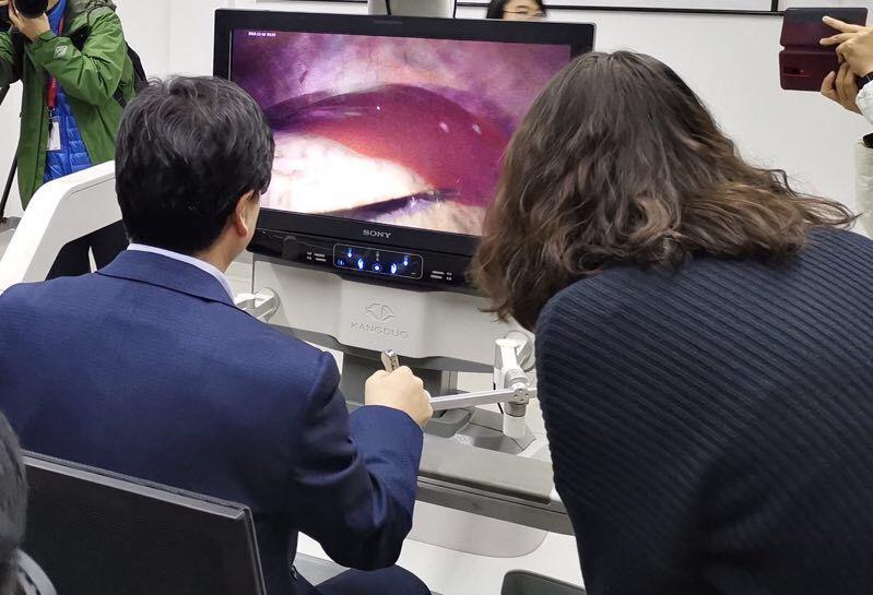 世界首例5G远程外科手术 成功切除小猪肝小叶
