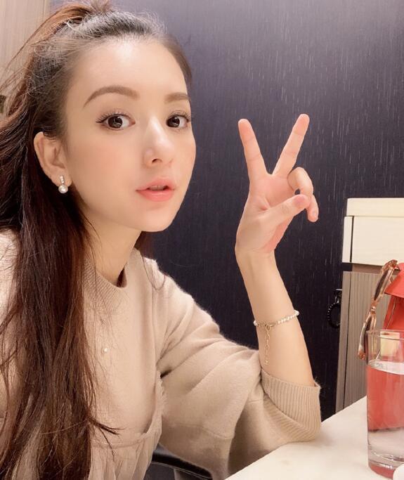 天王嫂方媛罕见晒自拍 怀孕5个月才46公斤
