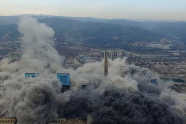 太原第一热电厂240米高烟囱爆破拆除 系中国国内最高纪录