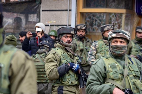 印度克什米尔地区遭武装分子手榴弹袭击 警方正全力搜捕