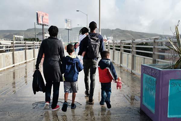 新一波大篷车队又来!滞留美墨边境移民还在苦苦等待
