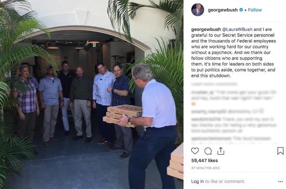 关门僵局持续 小布什给无薪仍工作特勤局员工送吃的