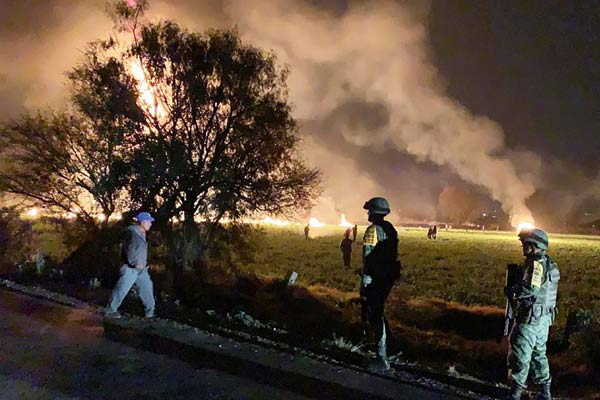 墨西哥燃料管道发生爆炸 造成至少20死60多人受伤