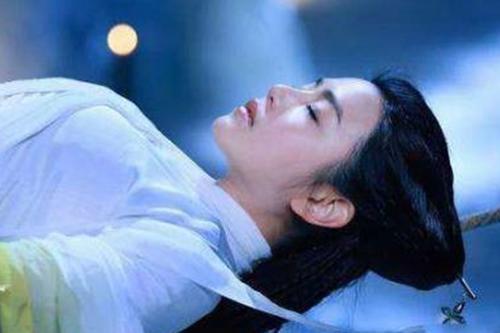 刘亦菲绳上睡觉,陈妍希绳上睡觉,李若彤绳上睡觉,简直天壤之别
