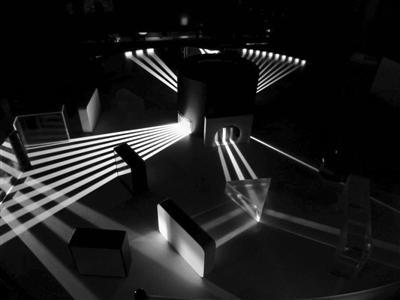 """让光""""行为反常""""的机器问世 有助研制新型光学电路"""