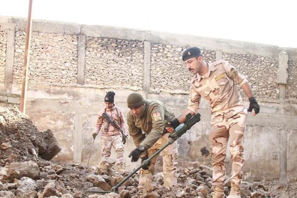 伊拉克清理摩苏尔废墟中的遗留爆炸物