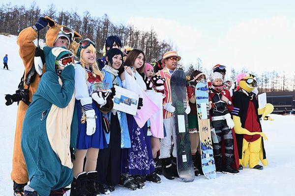 日本雪场举办Cosplay节日 爱好者不惧严寒变装上阵