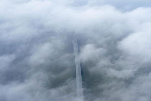 俯瞰大雾弥漫下的鄱阳湖二桥