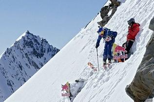 安慰!两名滑雪选手阿尔卑斯山4219米山顶滑下