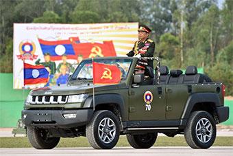 老挝庆祝建军70周年阅兵 检阅车中国制造