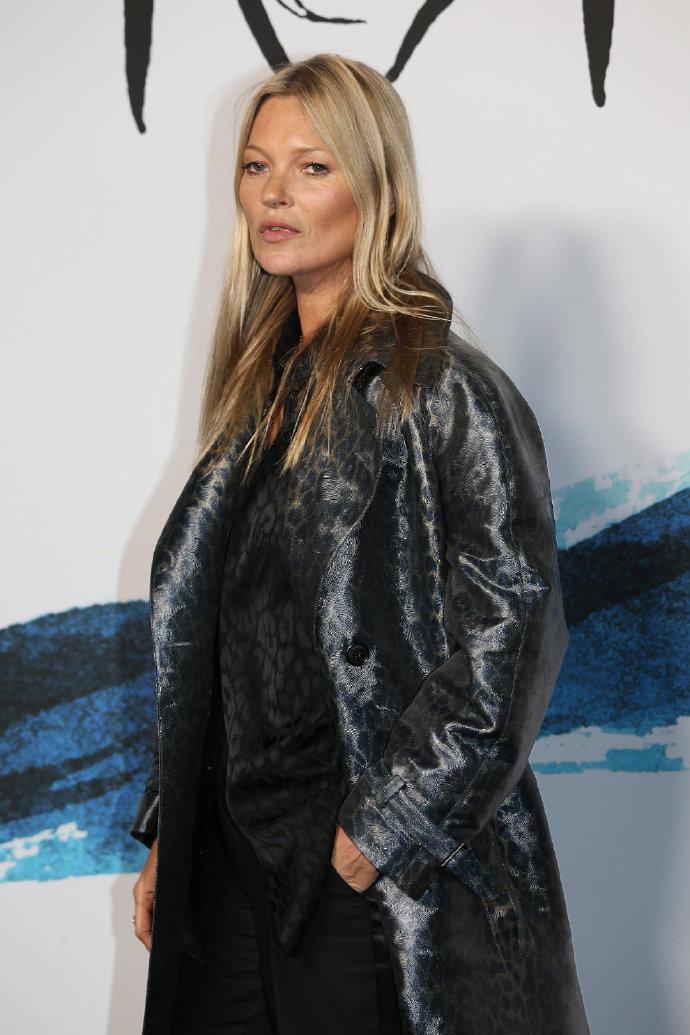老牌超模Kate Moss亮相 脸上皱纹明显气场不在