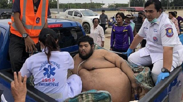 泰635斤重男子遇健康问题 数十名救援人员助其送医