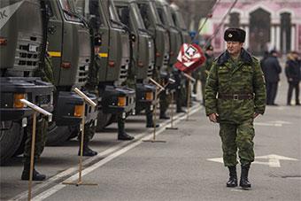 吉尔吉斯斯坦在首都迎接俄罗斯援助军车
