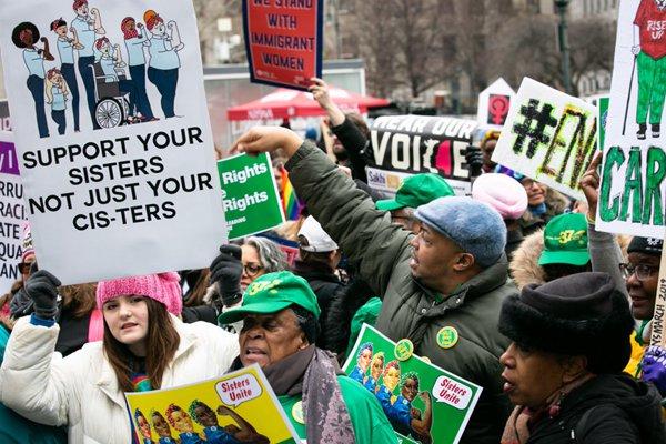 捍卫女性权益!美国举行第三届妇女游行