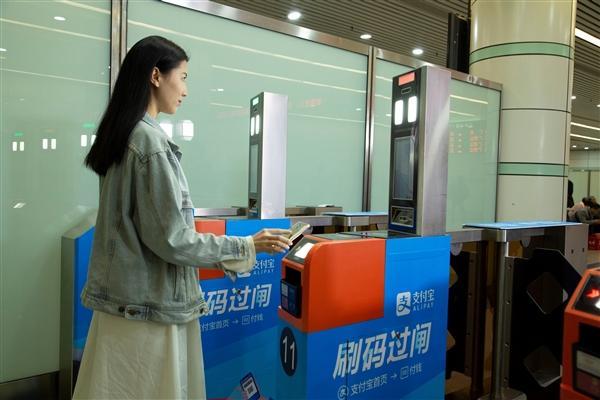 全国首例:广深铁路刷支付宝直接坐火车