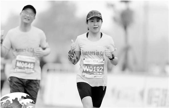 浙财大45岁宿管圈粉无数 两年跑了13场马拉松