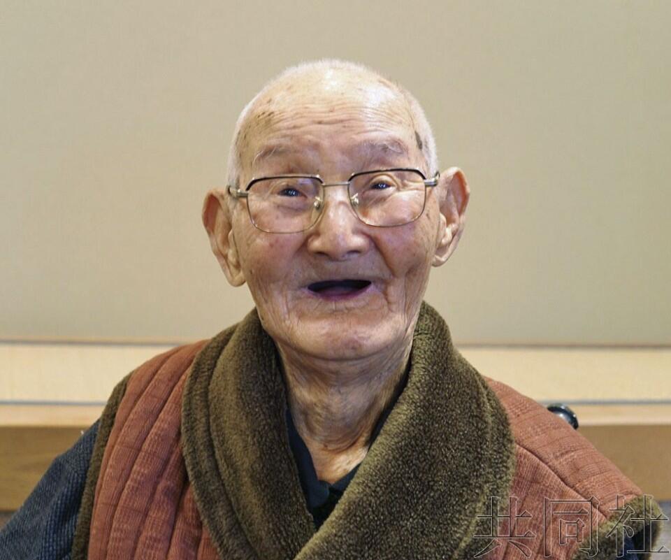 111岁的渡边智哲成为日本最高龄男性