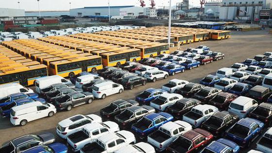 英媒?#22909;?#26131;战阴影下 中国进出口额不减反增