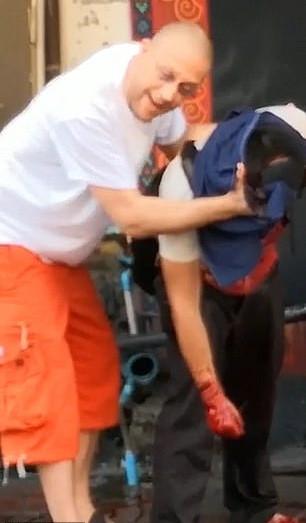 泰小贩兜售项链称其能护体 僧侣割头检验致其重伤