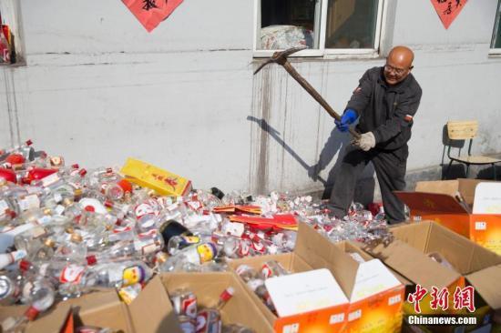 北京警方一举捣毁36处制贩假酒窝点