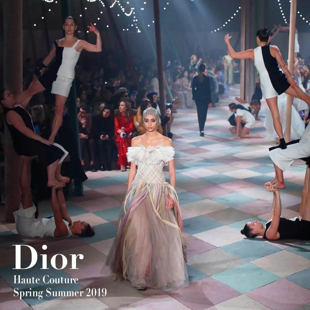 巴黎惊现梦幻马戏团,屏住呼吸华丽演出马上开始!