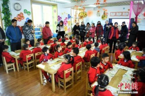 住建部:将幼儿园充足均衡安全纳入城建评价体系