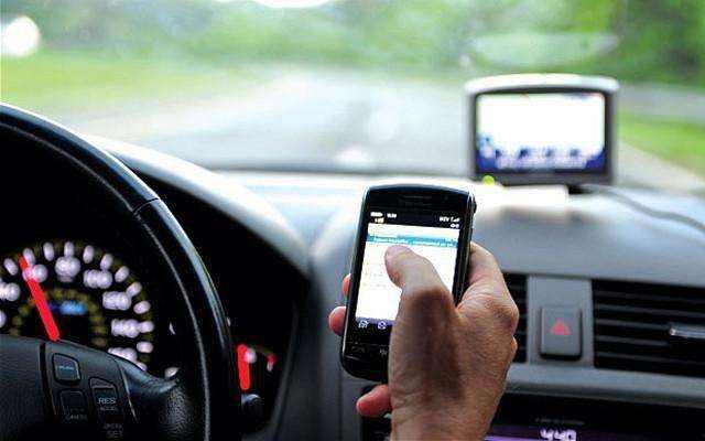 无人机盯开车玩手机 一个月抓拍1000多起