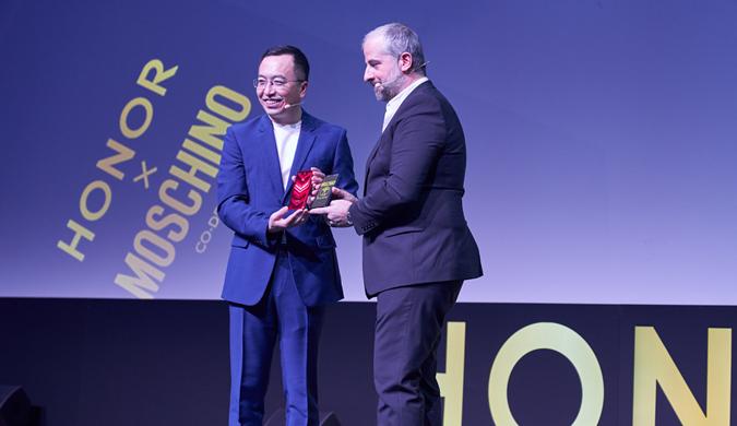 MOSCHINO CEO亲自揭秘为何与荣耀V20合作