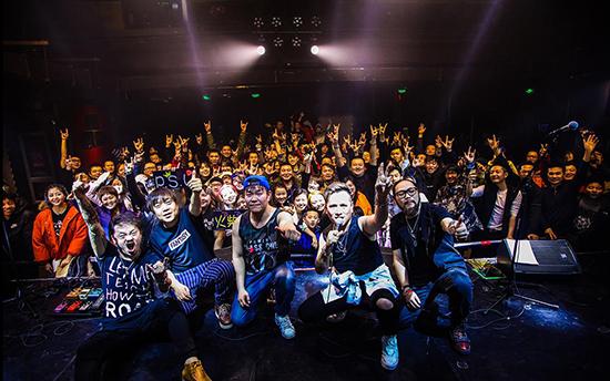 火柴盒乐队新专辑首唱会 几次返场歌迷仍不舍