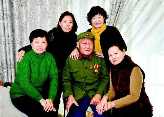 炮弹碎片藏88岁老兵脑内71年 老人常做梦在打仗