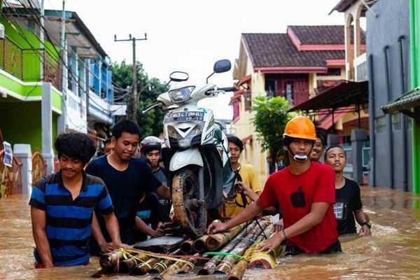 印尼发生洪灾和山体滑坡 致多人死亡数千人撤离