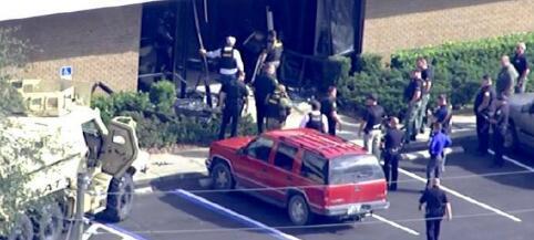 美国佛罗里达发生银行劫持事件 多人中枪