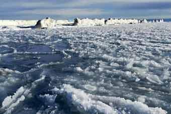 """青海湖进入冰封季 宛如""""冰河时代"""""""