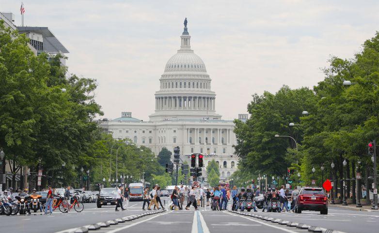 """美国政府关门 """"公务员""""被迫开网约车维持生计"""
